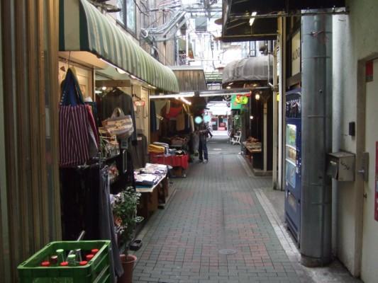ハモニカ横丁の洋服店