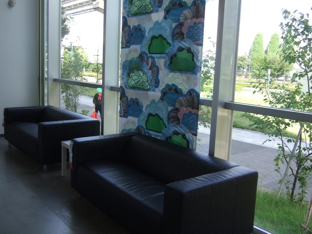 エントランスのソファーもIKEA製