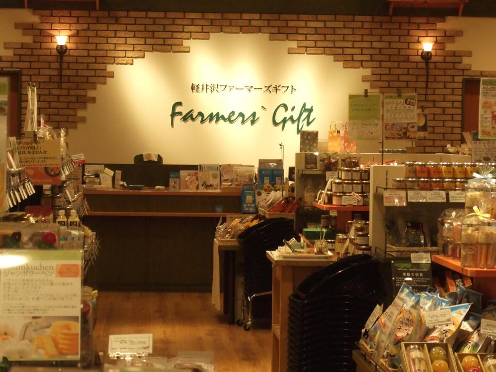 軽井沢ファーマーズギフトは、私たちは毎年軽井沢へ行く時にアウトレットでいつも入るお店です。まさか、ここららぽーと立川立飛でも軽井沢の食品が求められるというのは嬉しいです。ここでは地元長野のジャムやお菓子、調味料などが手に入ります。