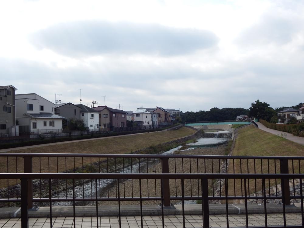 境橋から眺めた空堀川