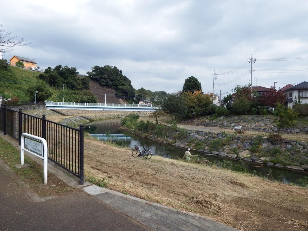 柳瀬川(所沢市下安松付近)下流方面
