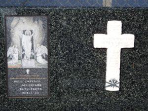 某教会の墓1