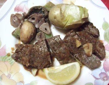 新年はおせち料理ではなくて、メインの牛肉ステーキでお祝い!