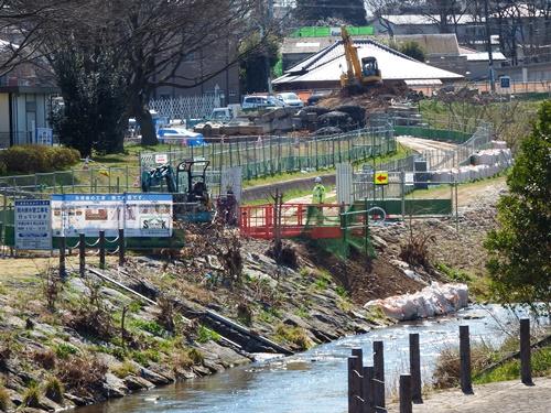 柳瀬川沿いの工事現場