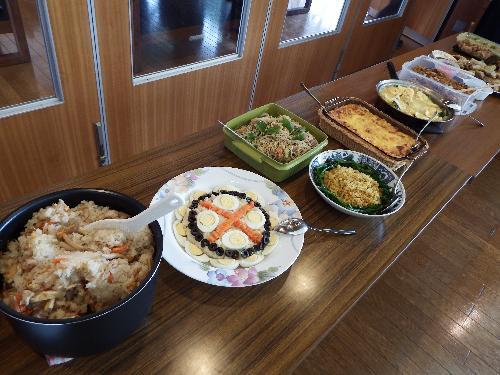 持ち寄り料理(炊き込みご飯・スペイン風ポテトサラダ※・焼きビーフン・ドライカレーピラフ・ポテトグラタン・マカロニグラタン)