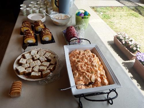持ち寄りデザート(フルーツサラダ・手作り焼きケーキ・ロールケーキ・ラズベリーロールケーキ・ヨーグルトフルーツ)