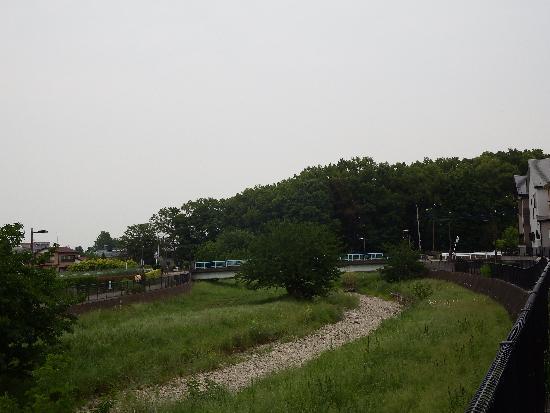 普段のカラカラ状態の空堀川(大沼田橋付近)
