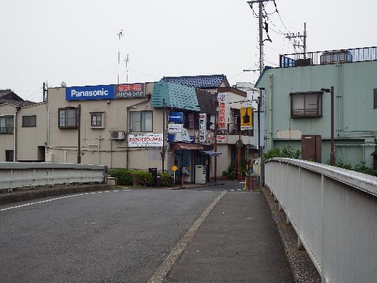 曙橋通りの商店