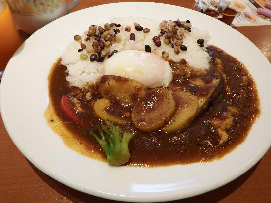 彩り野菜のカレー~半熟たまごのせ(ミニサラダつき)税込808円