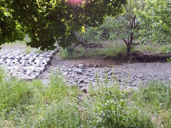 すっかり水無しの空堀川(清瀬の森前付近)