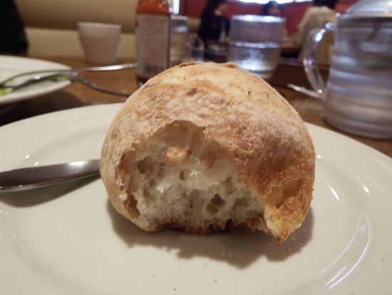 石窯パンの中身はライ麦たっぷり