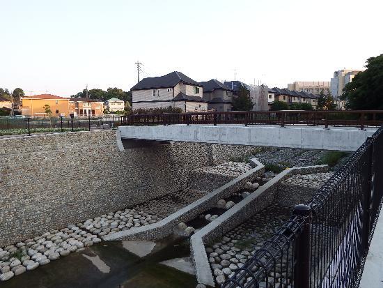 柳瀬川・空堀川を結ぶ新しい橋(2016年完成)