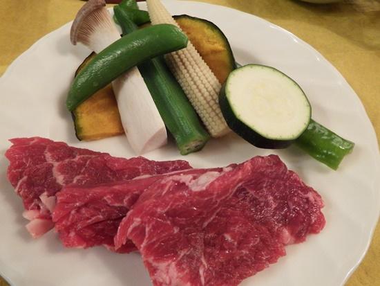 野菜と焼肉用牛肉