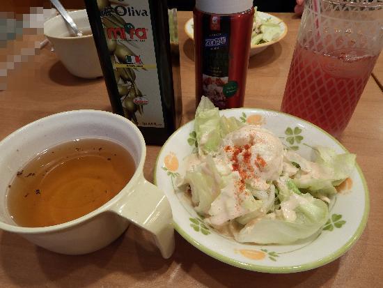 サイゼリア ランチセットのサラダとスープ