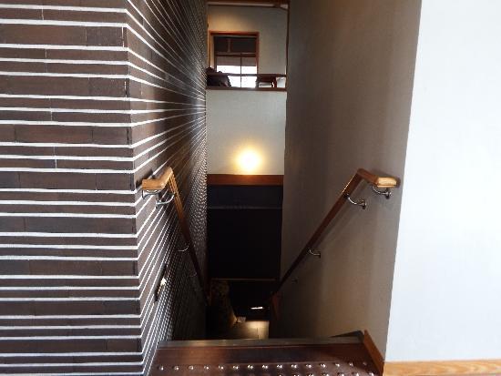 階段は2箇所あり、そのうちトイレまで直結出来るように階段が作れている。