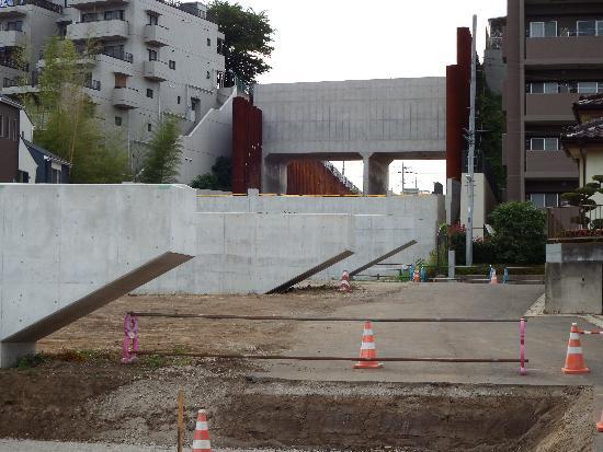 橋のトンネルを建設中