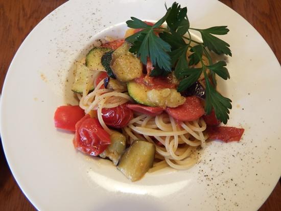 本日のパスタ(野菜たっぷりのトマトベース)