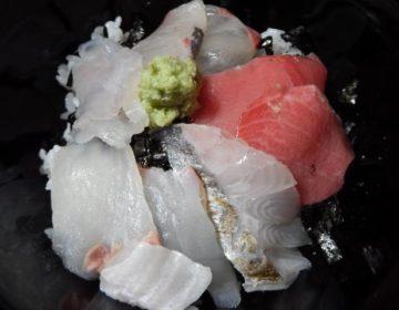 東京・清瀬にある魚三九で買ったお刺身で海鮮すし丼 その②
