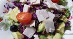 紫キャベツを使った簡単レシピ/ ハム&アボカド彩りミックスサラダ