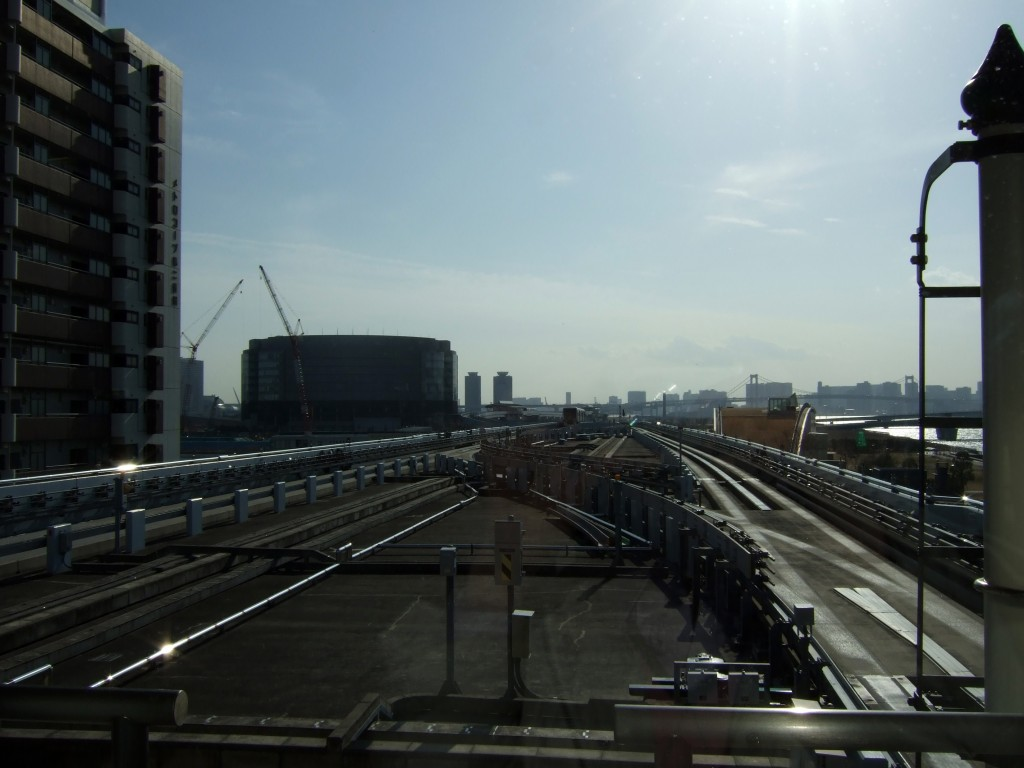 ゆりかもめ豊洲駅より発車